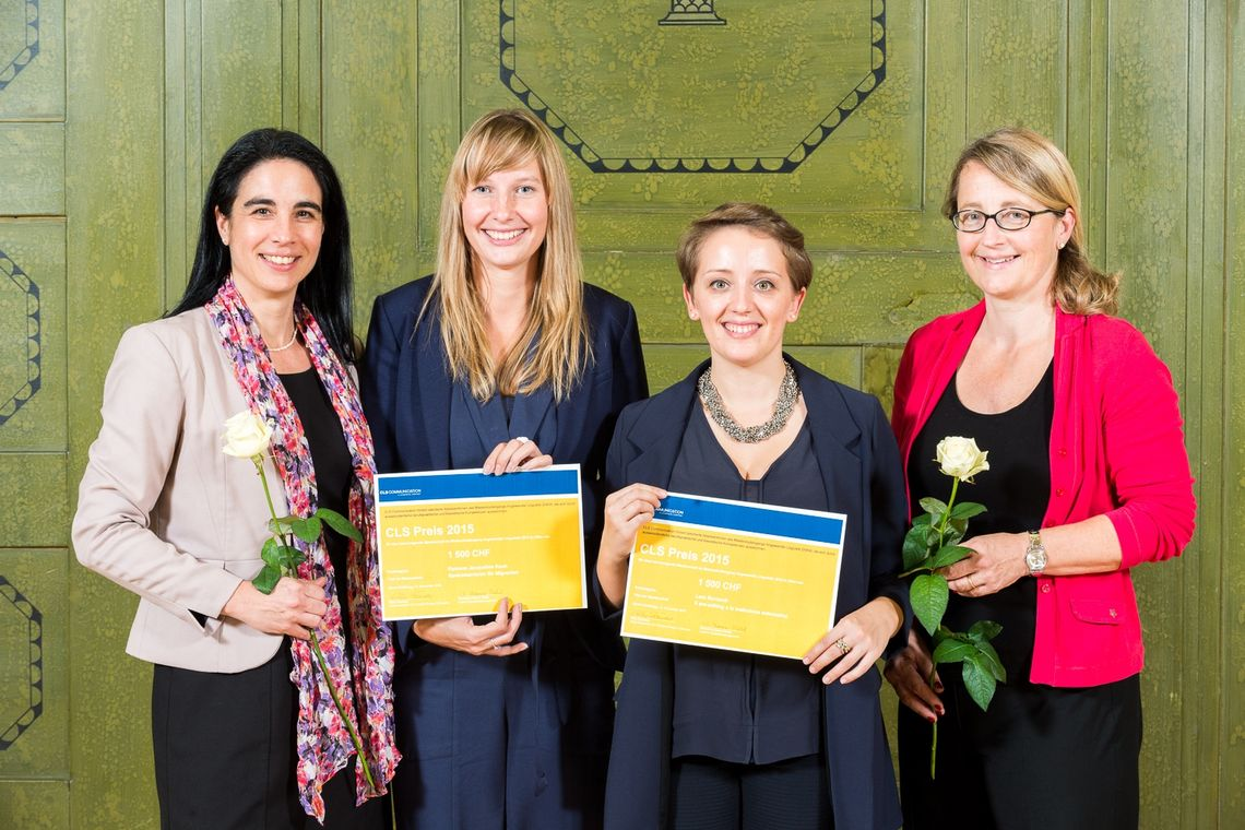 Elke Faundez and Christine Kamer Diehl from CLS Communication with the winners of the CLS prize for the best Master's theses in the field of translation, Ramon Koch and Lara Bernardi.