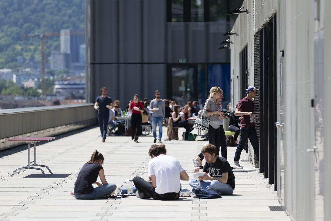 Toni-Areal Dachterrasse, Foto: Hannes Thalmann