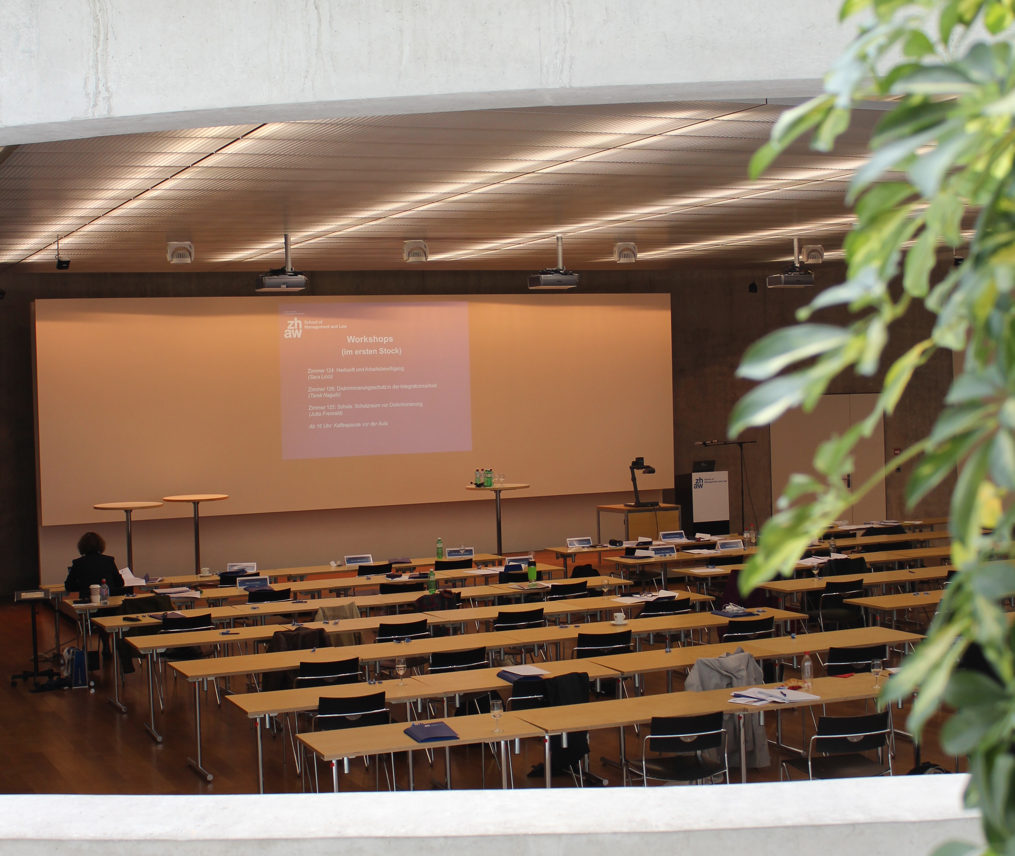 Blick in die Aula der ZHAW School of Management and Law